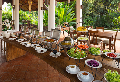 Healthy meals served in an alfresco setting at The Dawn rehab centre in Thailand