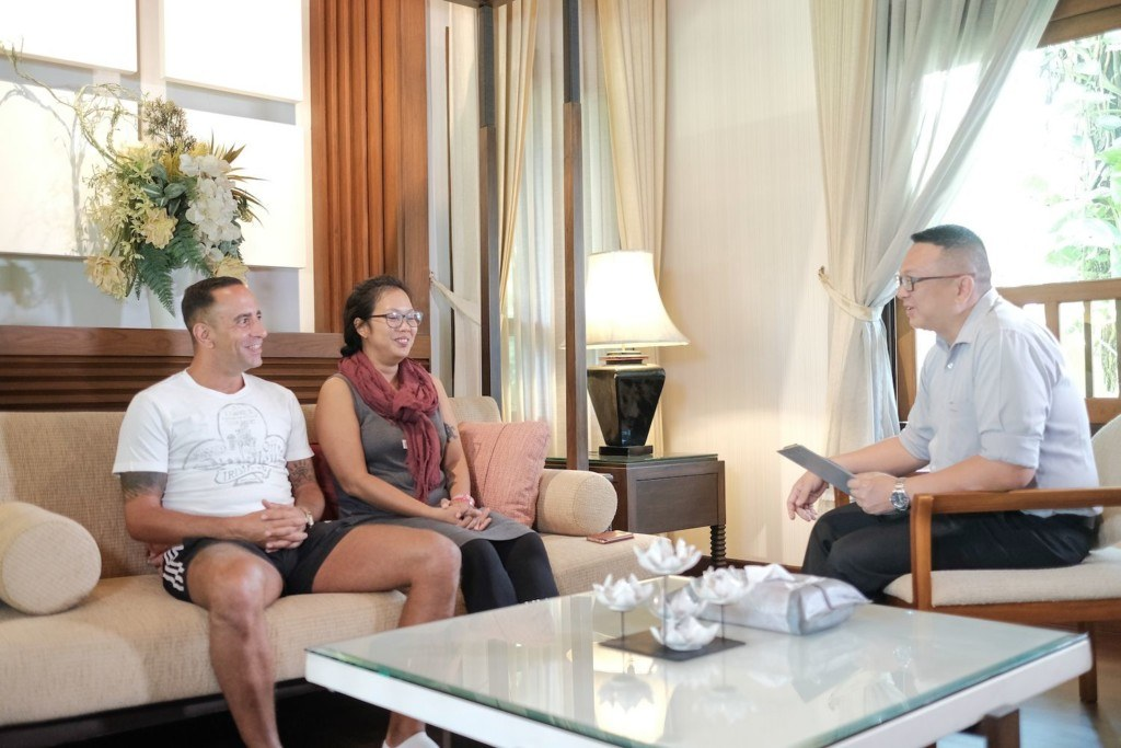 Clients speaking to a counsellor at The Dawn Rehab in Chiang Mai, Thailand